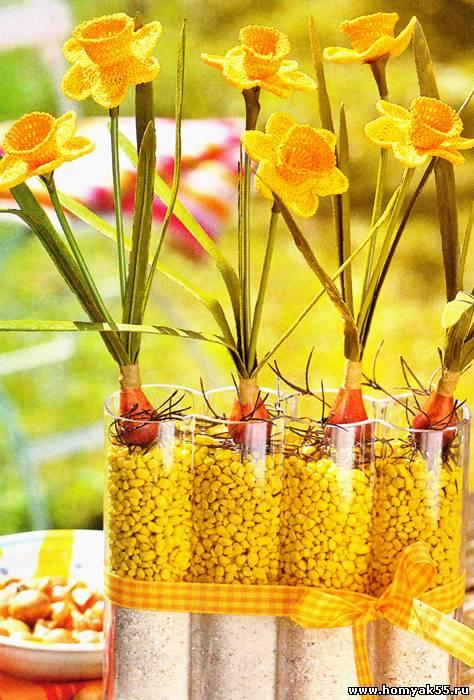 Это совсем несложно - связать из жёлтой пряжи каждый цветок по схеме, приведенной...  Вам потребуется.