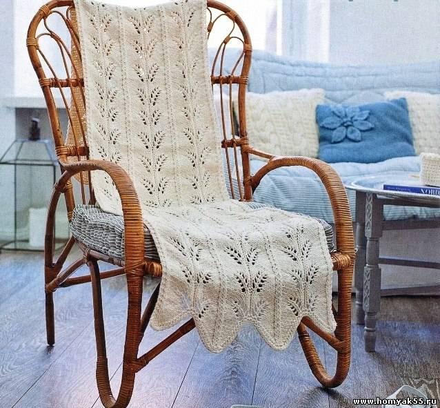 Белая накидка на кресло