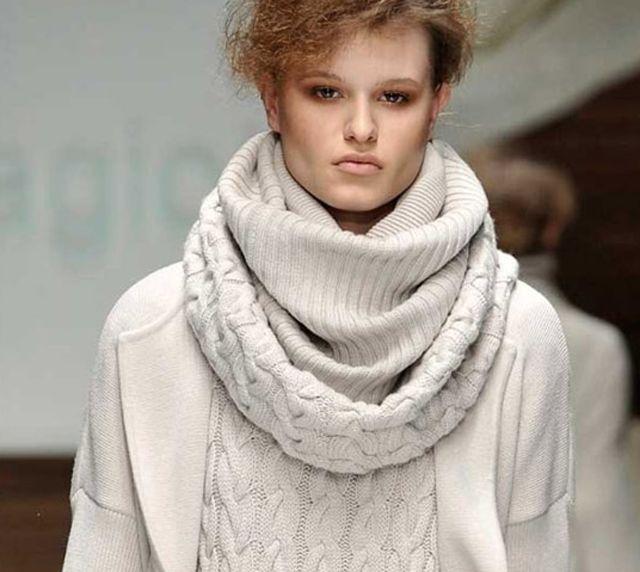 Также можно вязать шарф-хомут крючком. . Шарф вяжется круговыми рядами. . На круговые спицы набираем 126 петель