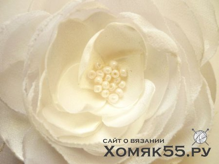 Цветок из шифона и атласной ткани