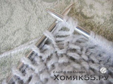 Чепчик вязаный спицами узором «брумстик»