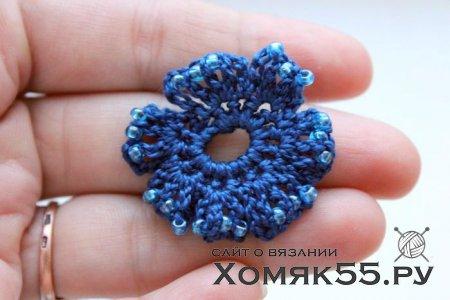 Цветок крючком в волосы: «Синева и бисер»