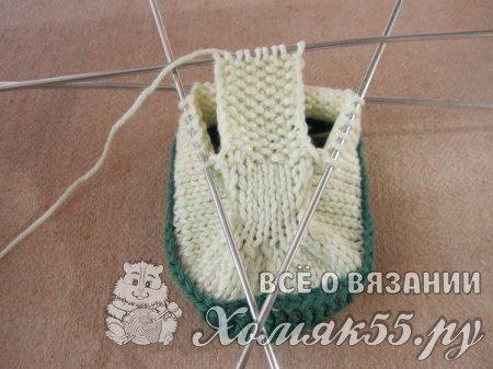 Пинетки-ботиночки спицами на шнурках