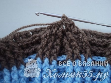 Шапка крючком с узором косы